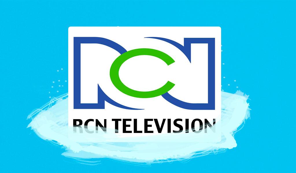 Presentadora de RCN sufre caída en vivo