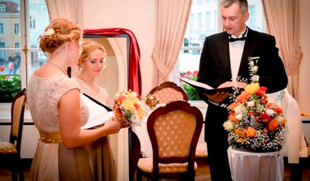 Brasileña organizó boda consigo misma
