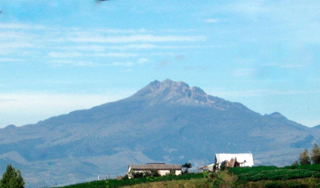Reportan más de mil sismos en Volcán Chiles de Nariño