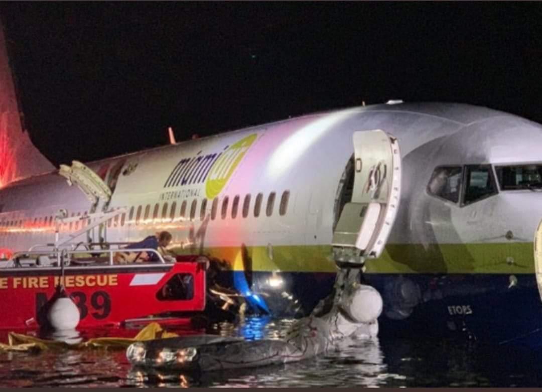 Avión comercial se precipitó a un río en EEUU