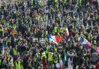 En Francia protestan contra la reforma pensional de Macron