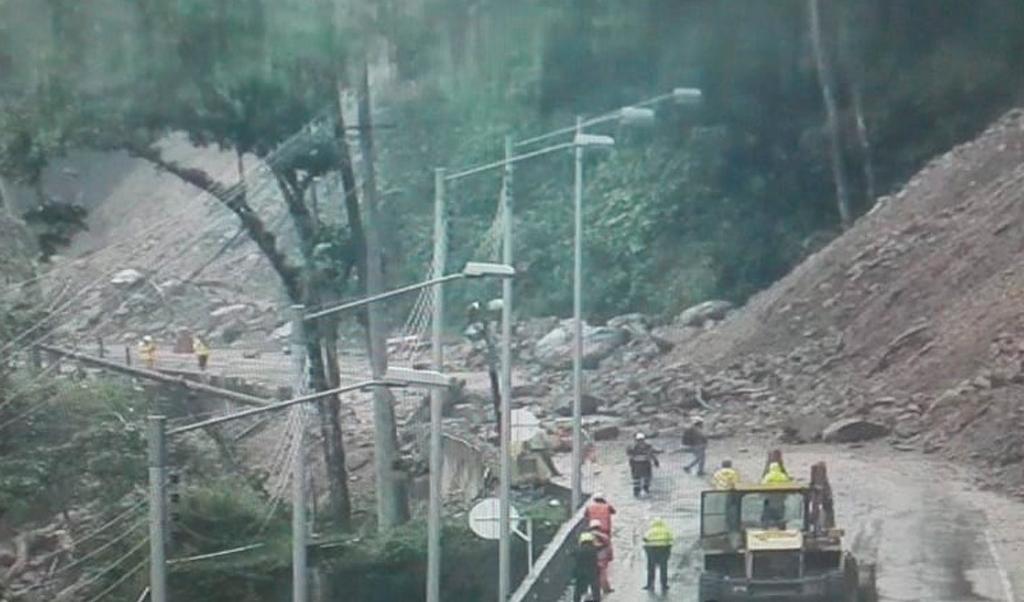 Habitantes de Guayabetal son evacuados por deslizamiento