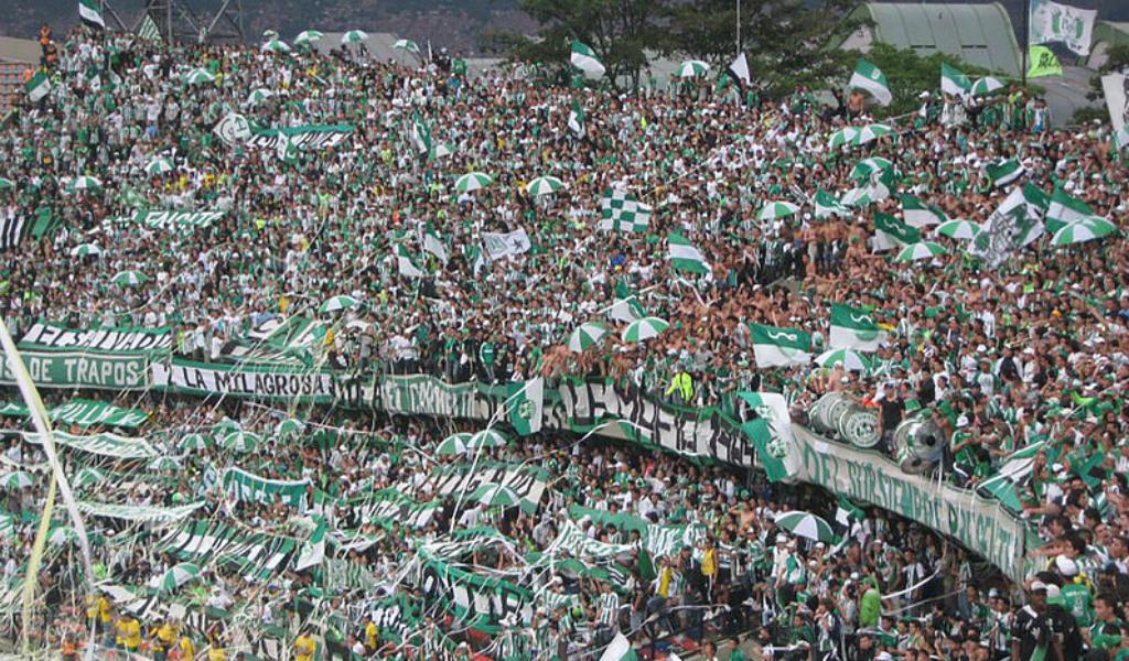 La tribuna: un hábitat para los hinchas del fútbol
