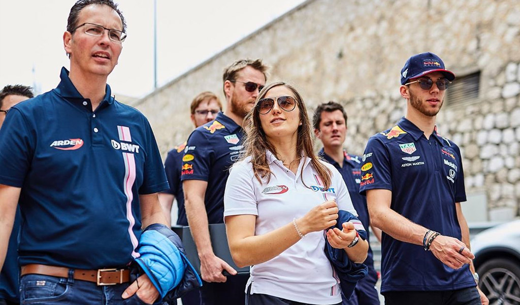 Schumacher cerró a Tatiana Calderón en F2