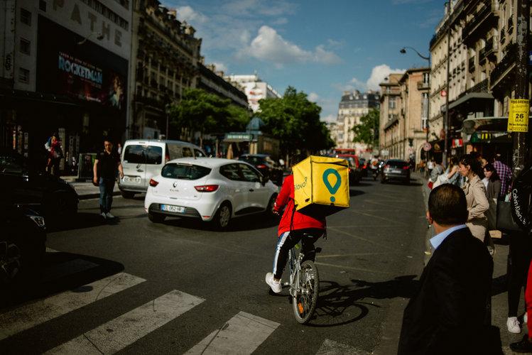 Hasta los repartidores explotan a los migrantes en Francia