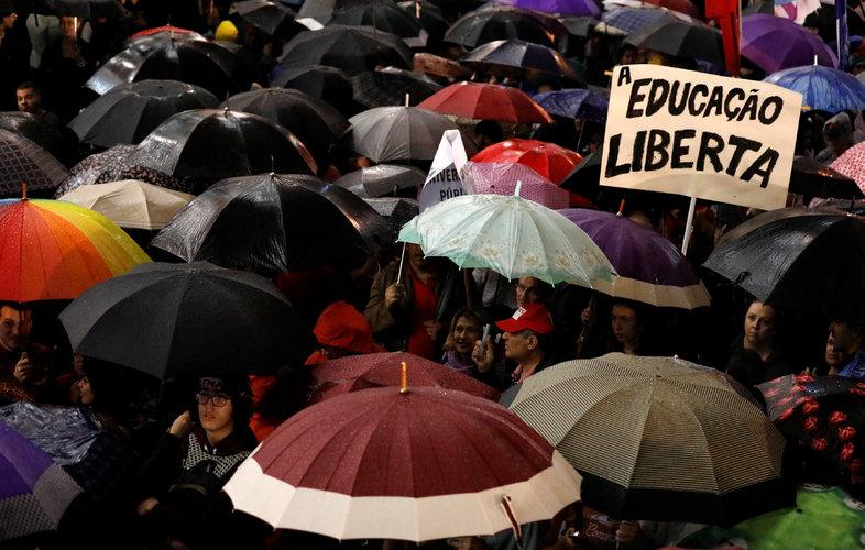 Culpan a Bolsonaro de la mala educación en Brasil