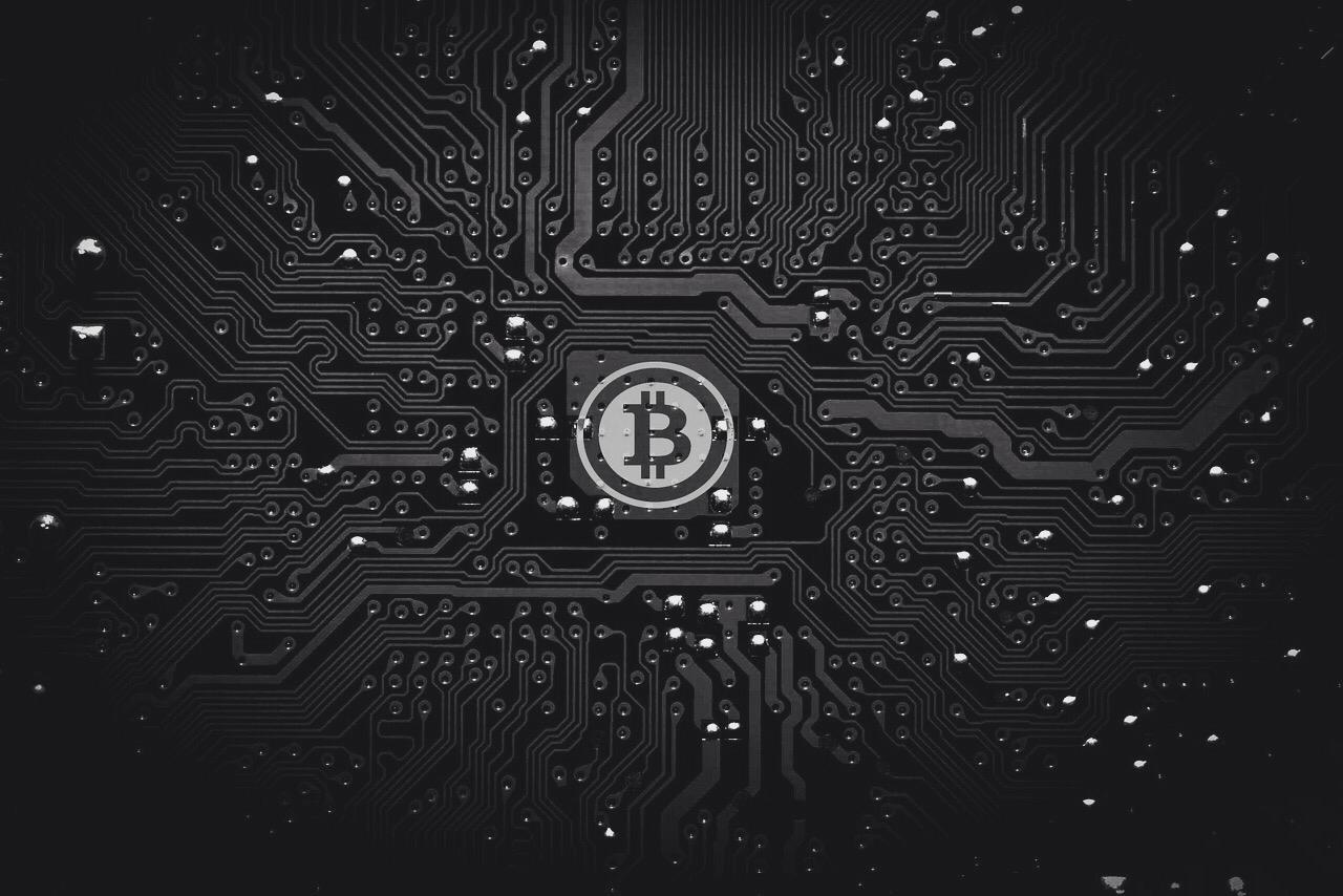 El bitcóin sigue en alza y alcanza los 13.000 dólares