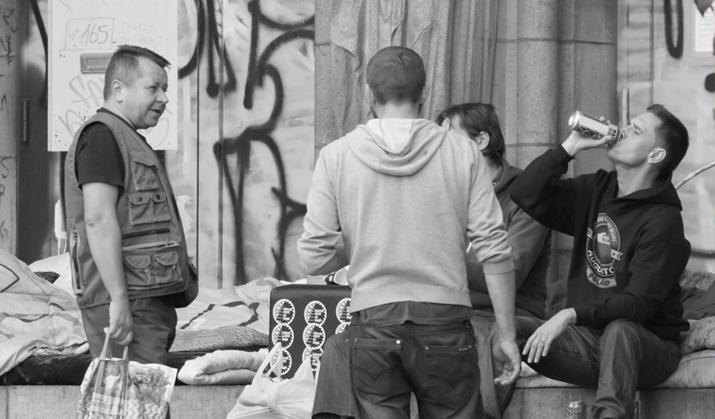 ¿Cuál era la multa por consumir licor o droga en la calle?