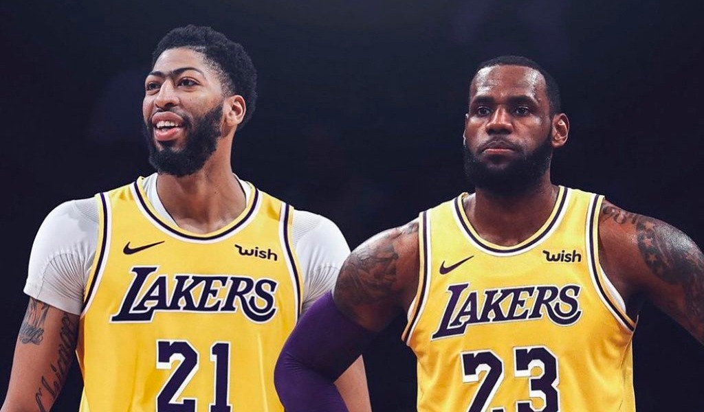 Anthony Davis ficha con Los Angeles Lakers