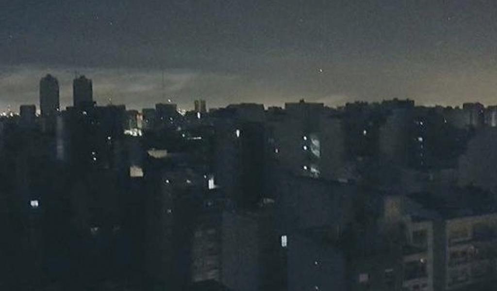 Videos registran enorme apagón en Argentina y Uruguay