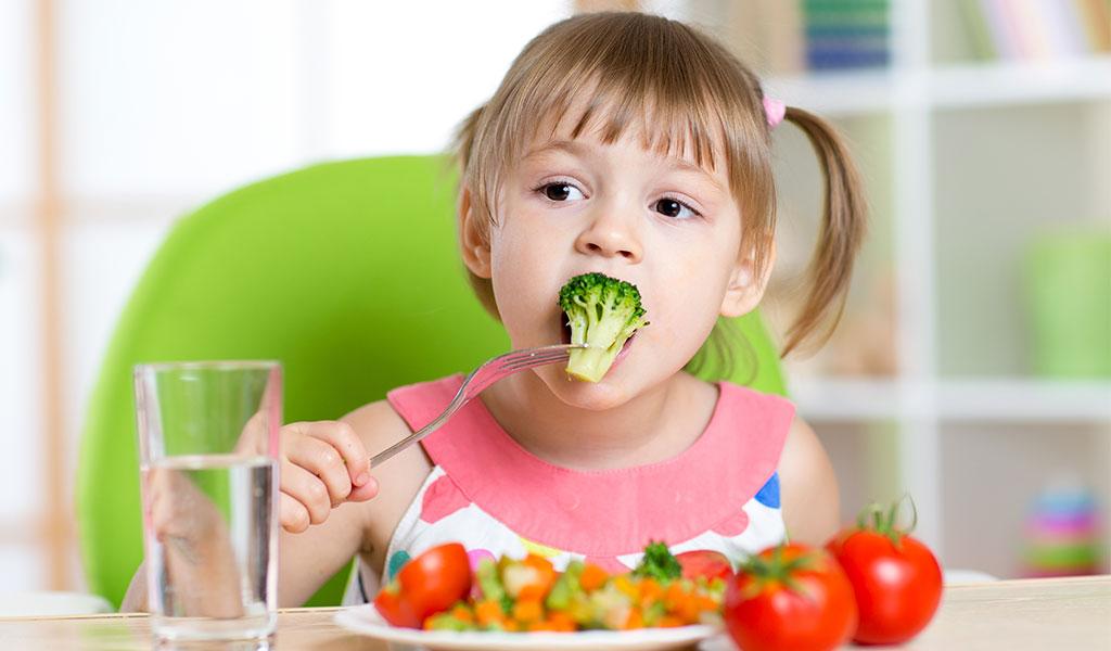 Niños asocian alimentos saludables con poder