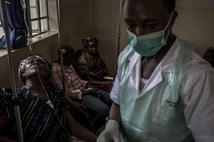 Farmacéuticas presumen de ayudar países pobres
