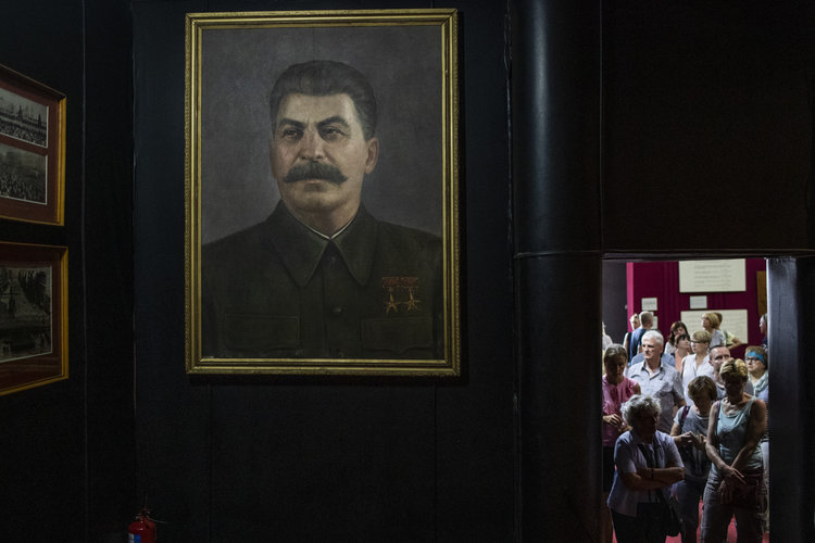 ¿Stalin fue un héroe o un monstruo?