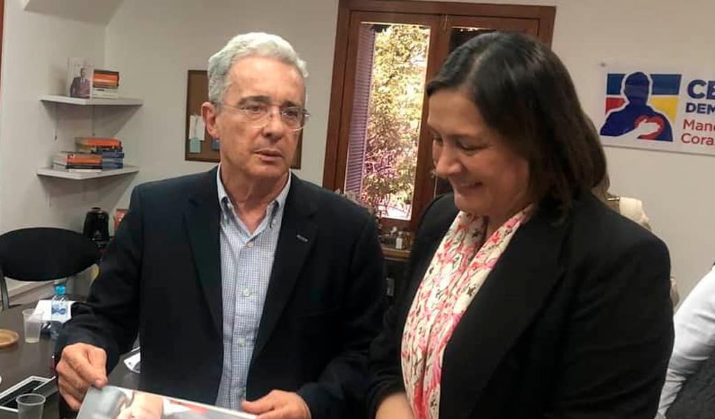 ¿Cederá Ángela Garzón ante el pedido de Álvaro Uribe?