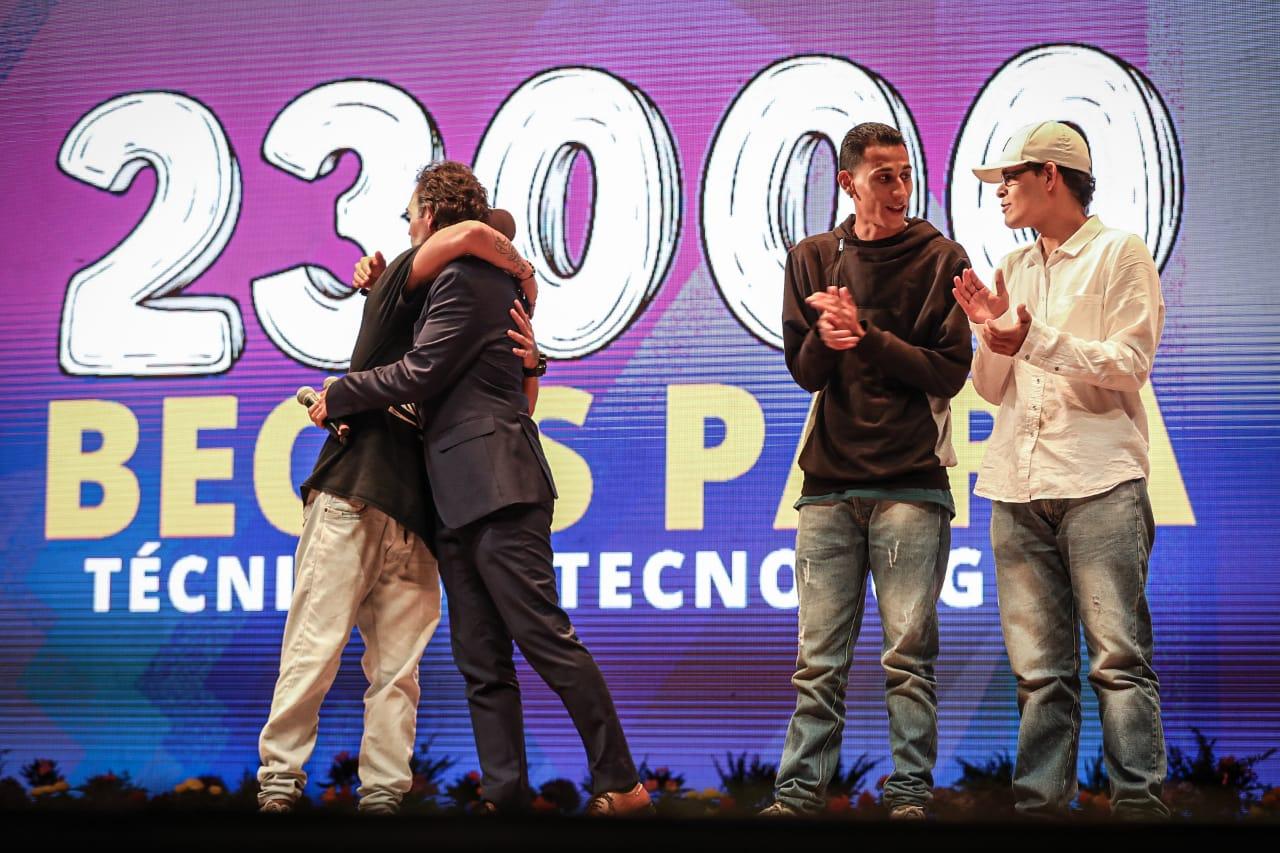 23.000 becas han sido entregadas a jóvenes de Medellín