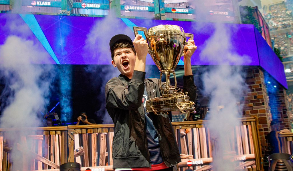 Joven ganó tres millones de dólares jugando Fortnite