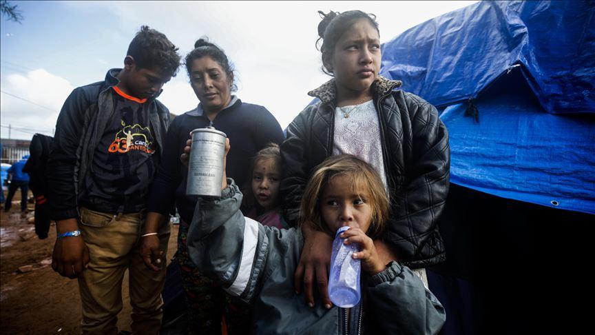 Juez de EE.UU. frena restricciones de asilo a migrantes