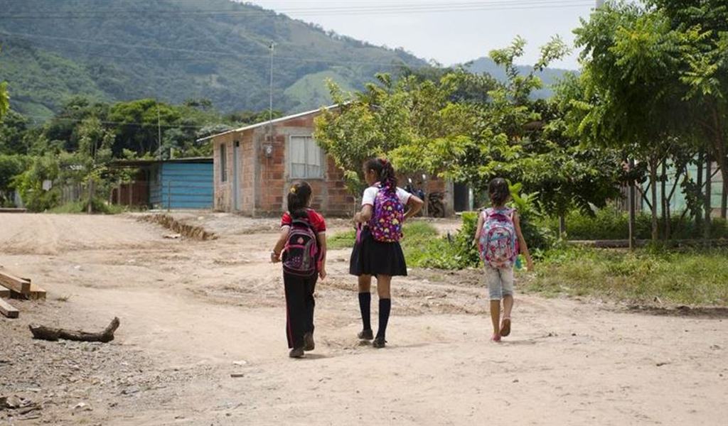 Violencia, grupos armados, Colombia, desplazamiento