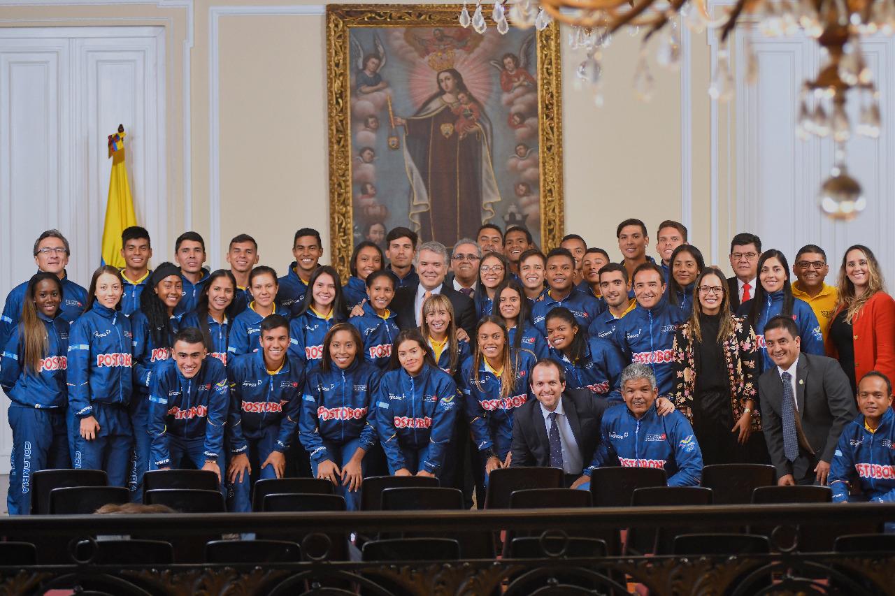 Duque da reconocimiento a la Selección Colombia de patinaje