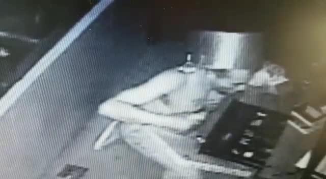 Hombre comete millonario robo tapando su cara con una olla