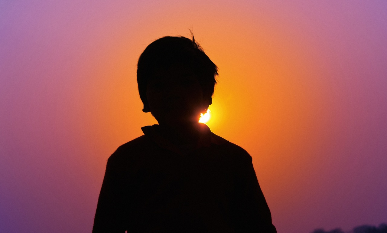 Niño de 7 años es violado por otros seis menores