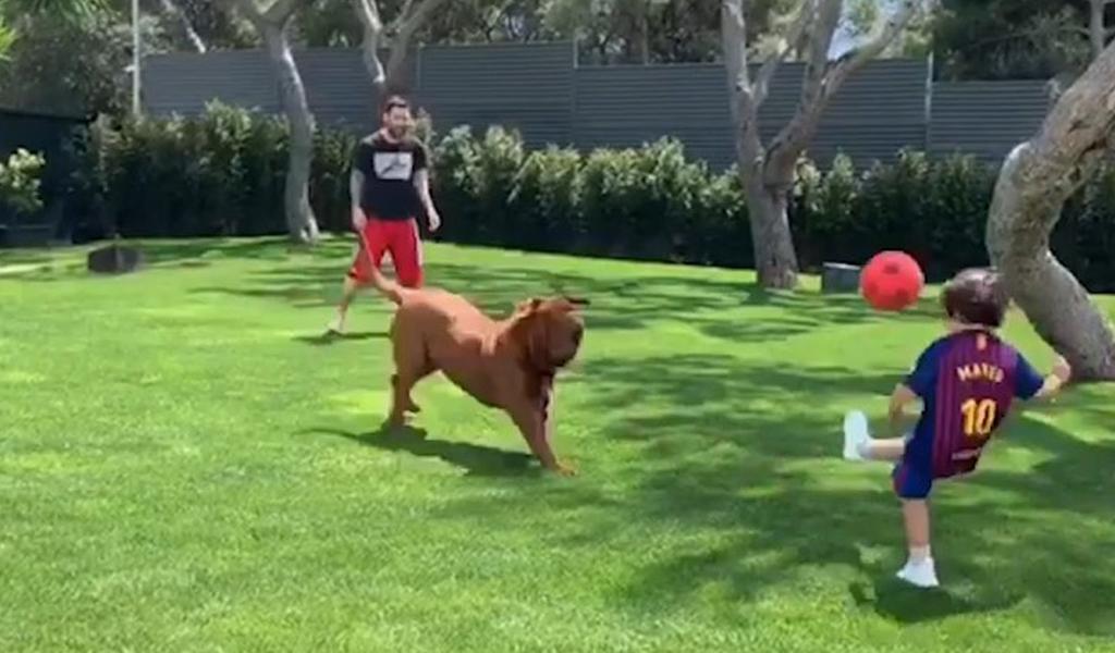 Lionel Messi y sus hijos jugando a la pelota junto a Hulk