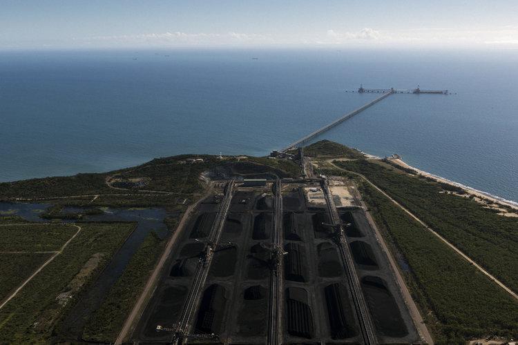 ¿Por qué siguen quemando carbón a pesar de sus peligros?
