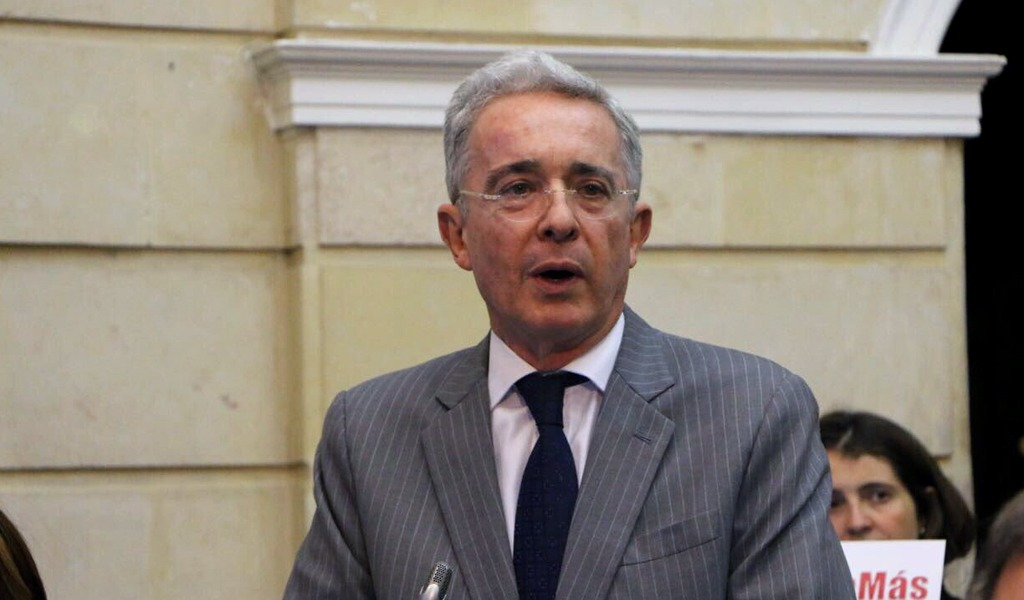 """Proceso de paz no hubo"": Uribe"