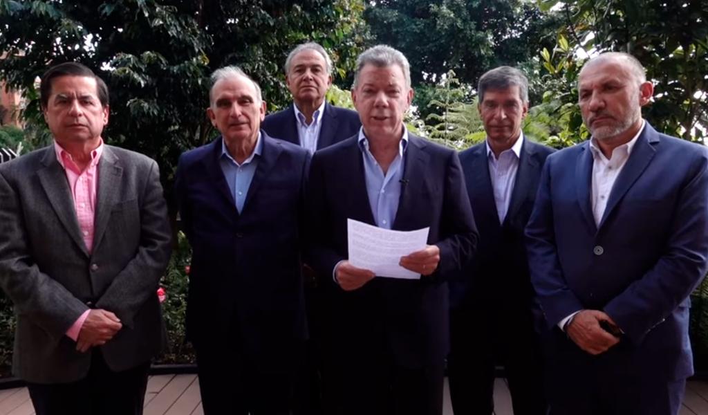 La paz no se detiene: Santos y equipo que firmó acuerdo