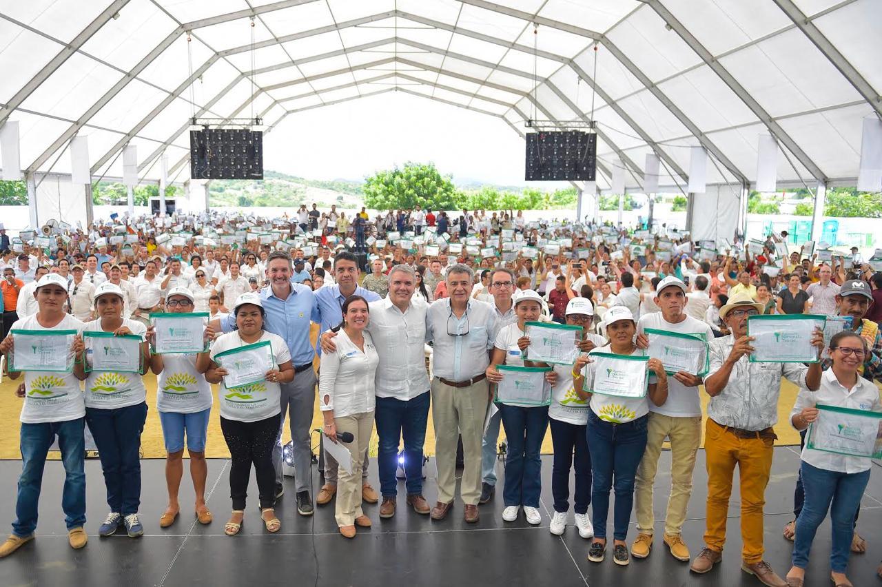 Duque entregó mil títulos de propiedad a campesinos en Sucre