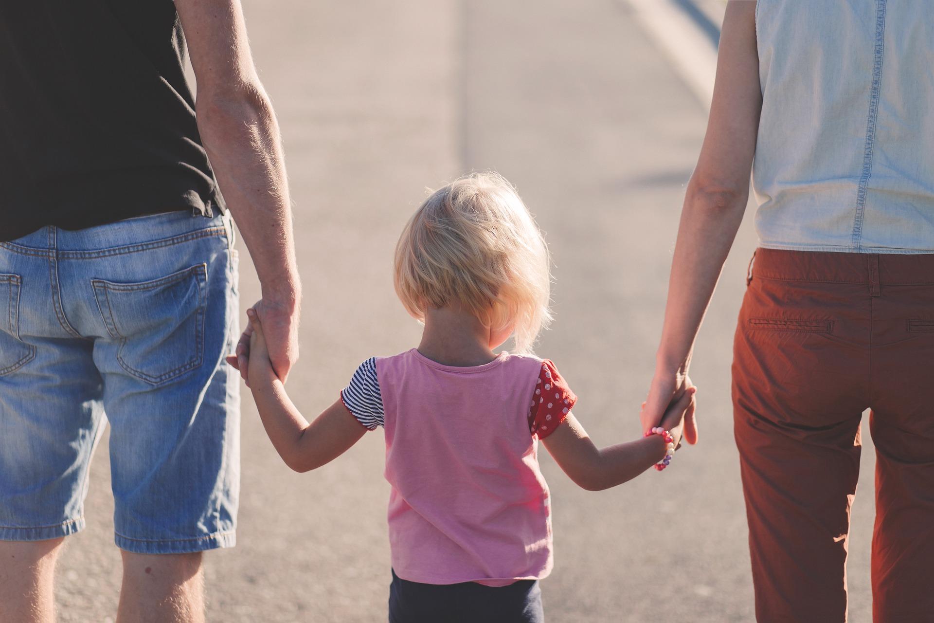 Proyecto de ley busca modificar tiempo de licencia paternal