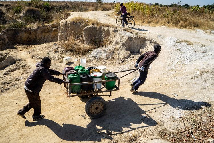 Zimbabue tiene sed y muchos problemas más