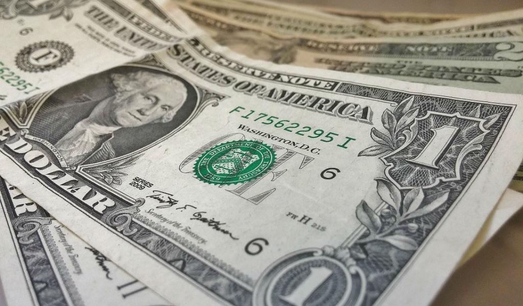 ¿Por qué sube el dólar y se acerca a los $3.500?