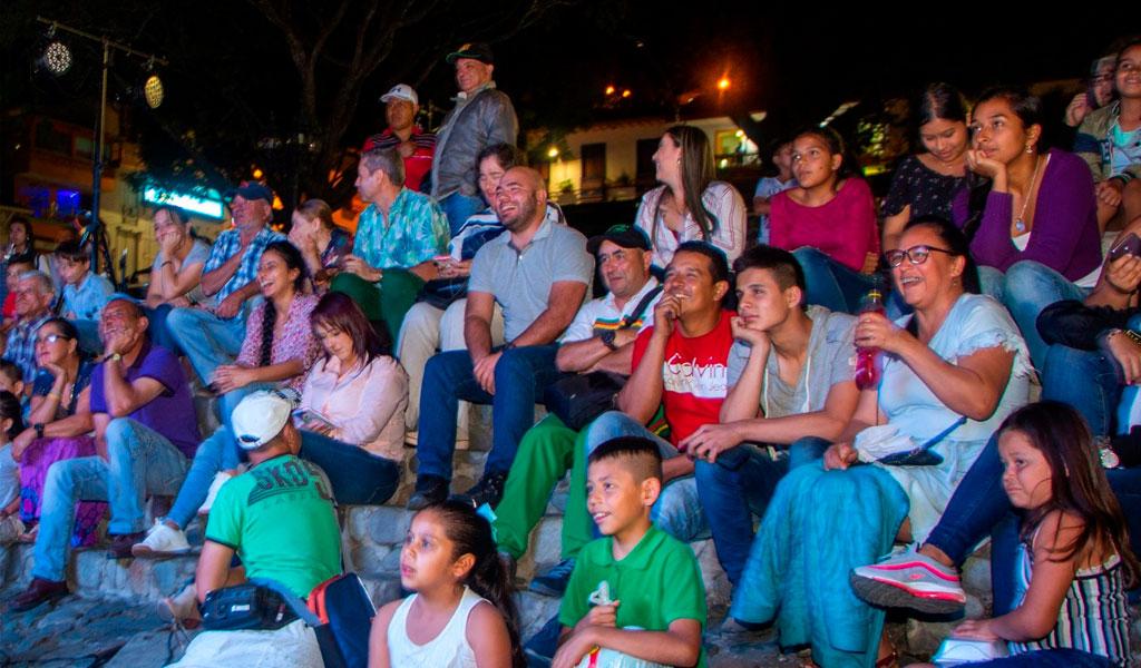 Gobernador en la noche - Instituto para el desarrollo de Antioquia
