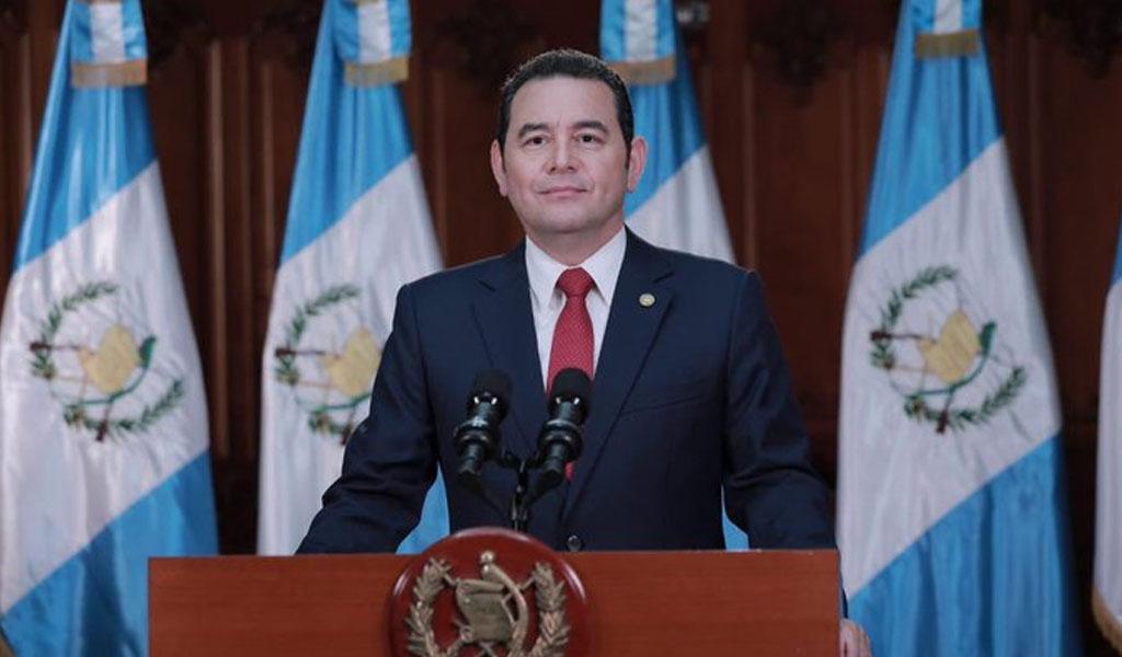 Presidente de Guatemala saliente asegura seguir en la política