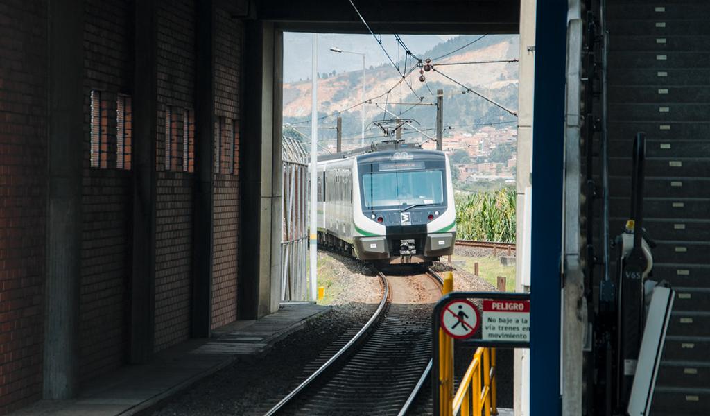 Metro de Medellín, nuevamente blanco de un grafitero