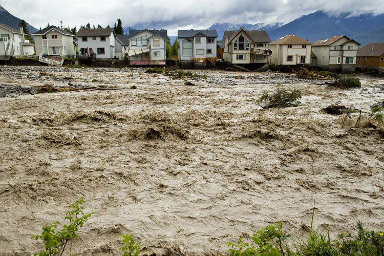 Canadá pide a víctimas de inundación mudarse