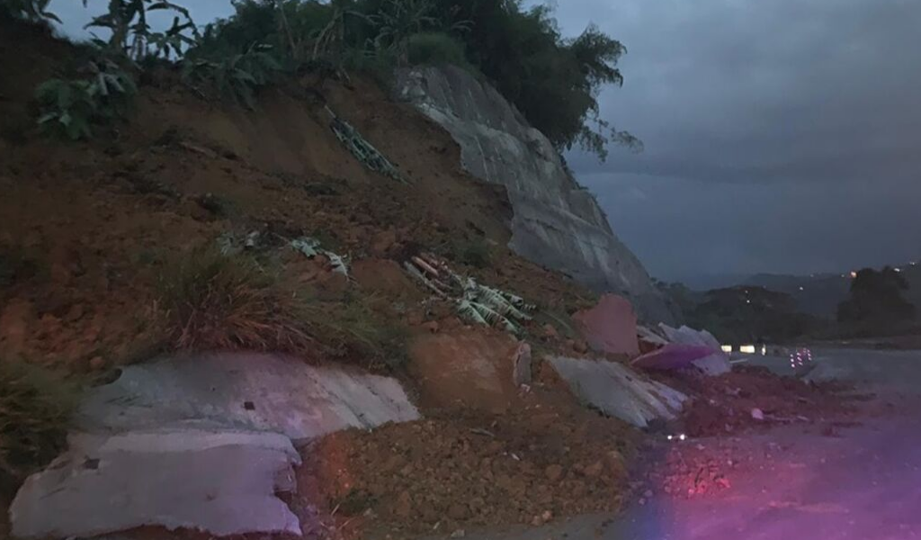 Cierre de la vía Manizales – Medellín por derrumbe