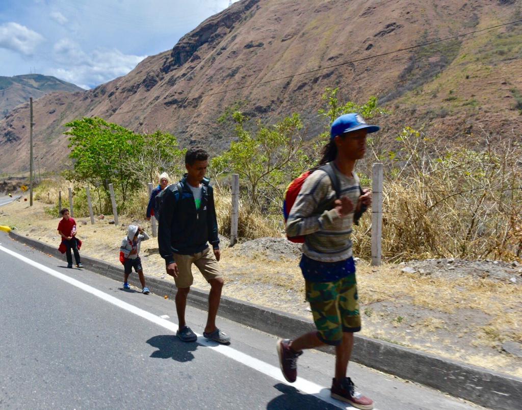 Ecuador evaluará corredor humanitario para venezolanos