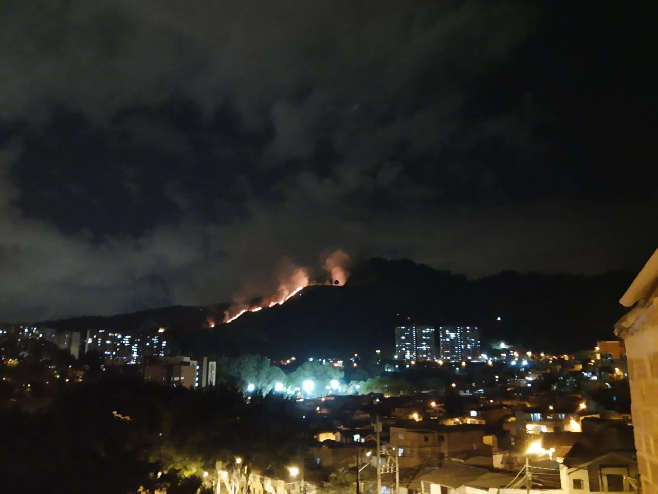 Capturados presuntos responsables de incendio forestal en Medellín
