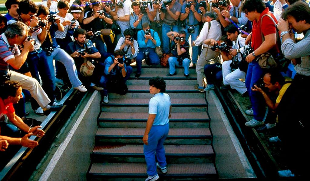 """Diego Maradona: """"héroe, rebelde, tramposo y Dios"""""""