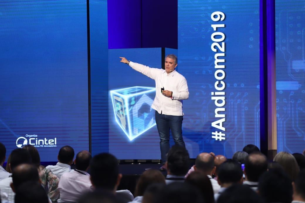 Subasta del espectro marcará futuro de las TIC: Duque