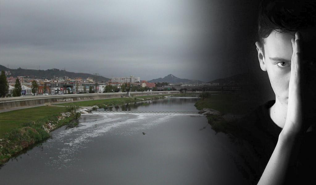 Adolescente asesina a su hijo lanzándolo a un río