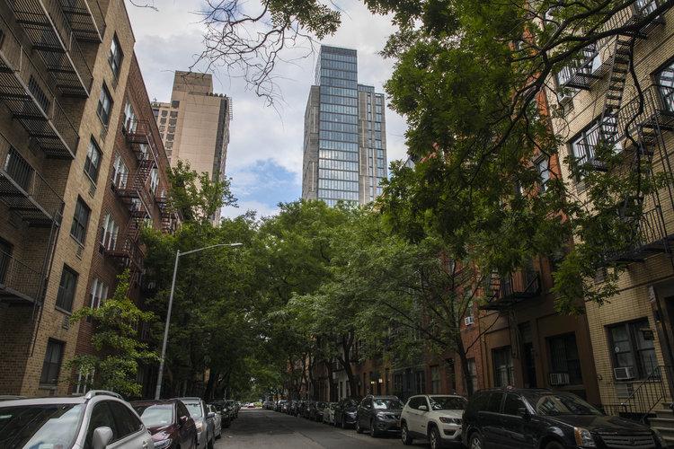 Rascacielos restan encanto a barrio neoyorquino
