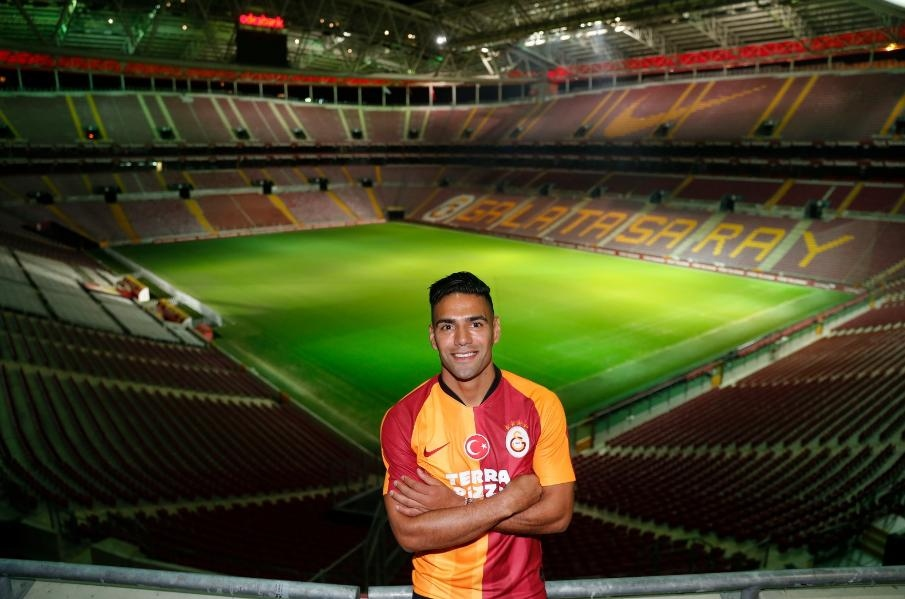 Así fue la presentación oficial de Falcao con el Galatasaray