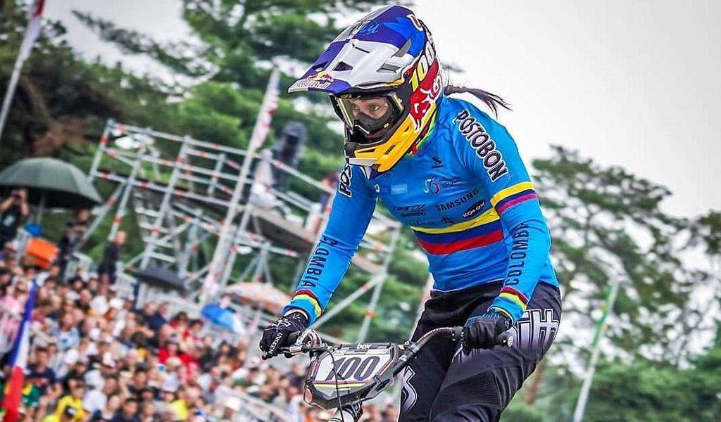 Mariana Pajón se cae en el Mundial de BMX
