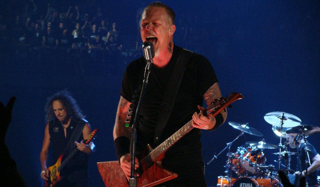 Vocalista de Metallica vuelve a rehabilitación