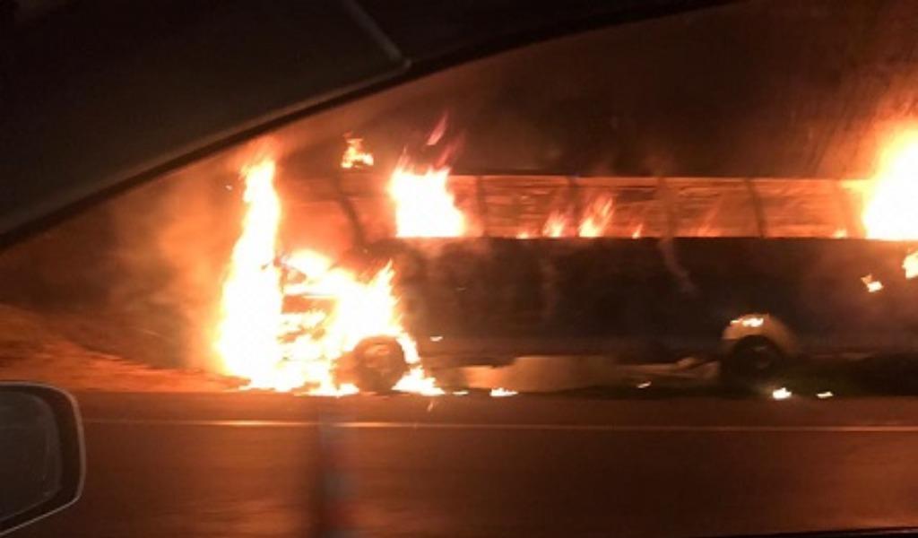 Incendian otro bus cerca del peaje de Chusacá en Soacha