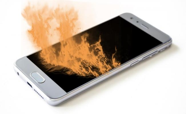 Baterías de celular habrían provocado incendio en Bogotá