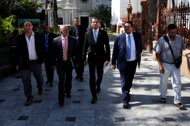 Ejercen diplomacia en las sombras de Venezuela